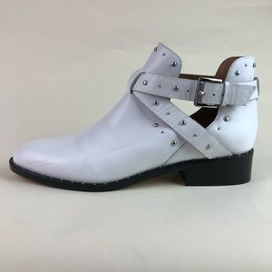 FAB 🖤 WHITE LEATHER BOOTS Studs & Straps Size 9.5